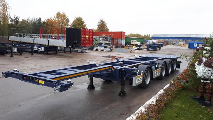 Новинка: 4-осный универсальный полуприцеп контейнеровоз STEELBEAR с вынесенной передней осью на 2510 мм